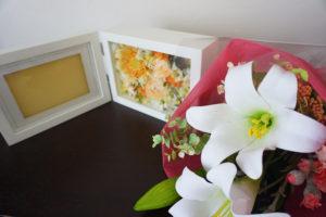 写真とともに飾るフラワーフォトフレーム bons souvenirs(ボンスヴニール)色褪せない記憶