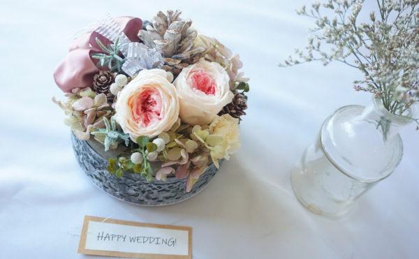 プリザーブドフラワーの結婚祝いアレンジメント
